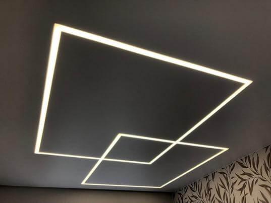 Потолок со световыми линиями